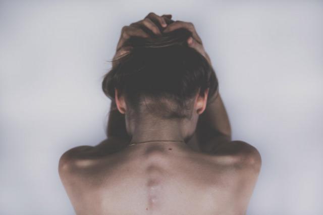 背中のコリ・痛みを肋骨からとる方法