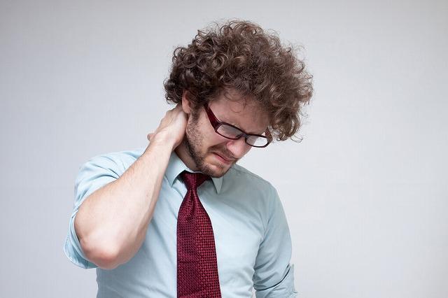 首の横の痛み